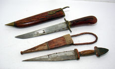 2x Arab Dagger in wooden and leather sheath