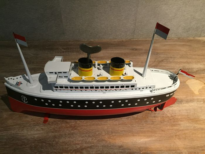 Arnold germany length 33 cm tin steamboat with for Steamboat motors used cars