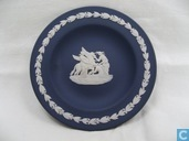 Ceramics - Jasperware - Wedgwood Rond Bordje Muzes Verzorgen Pegasus