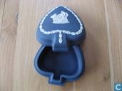 """Ceramics - Jasperware - Wedgwood Jasperware donkerblauw doosje """"schoppen"""""""