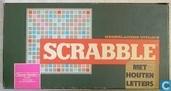 Scrabble met houten letters