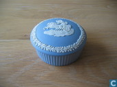 Wedgwood lichtblauw jasperware rond doosje met deksel