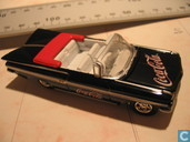 Modelauto's  - Johnny Lightning - Chevrolet Impala Convertible 'Coca Cola'