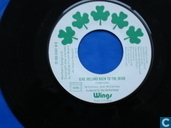 Platen en CD's - Wings - Give Irerland back to the Irish
