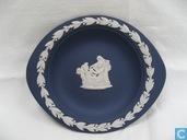 Keramik - Jasperware - Wedgwood ovaler Teller Musen und Engel mit Maske