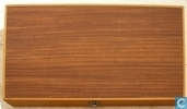 Board Script in luxe houten cassette