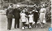Winston Churchill ,vergezeld van zijn vrouw en dochter,brengt een bezoek aan het Prinselijk Gezin op het Paleis Soestdijk 12 mei 1946
