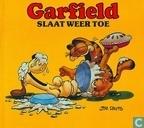Strips - Garfield - Garfield slaat weer toe
