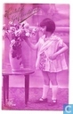 Meisje, vaas met rozen