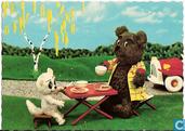SV43.8.a Tom Poes en heer Bommel drinken buiten een kopje thee