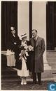 H.M. de Koningin en H. K. H. Prinses Juliana en Z. H. Prins Bernhard