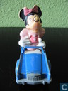 Minnie Mouse in auto