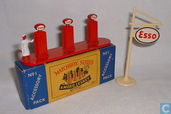 Modelauto's  - Matchbox - Esso Pumps and Sign