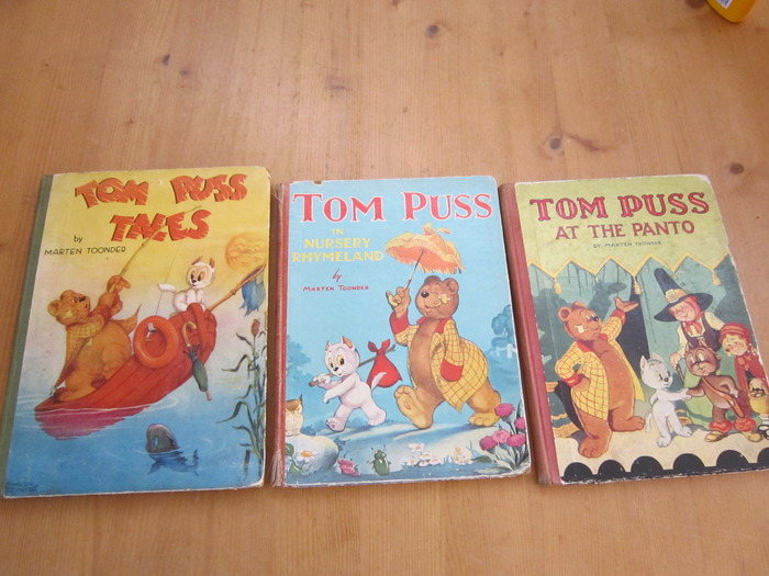 Bommel en Tom Poes - Tom Puss tales + Tom Puss in Nursery Rhymeland + Tom Puss at the Panto - hc - 1e druk - (1946 / 1950)