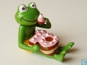Frog with cake