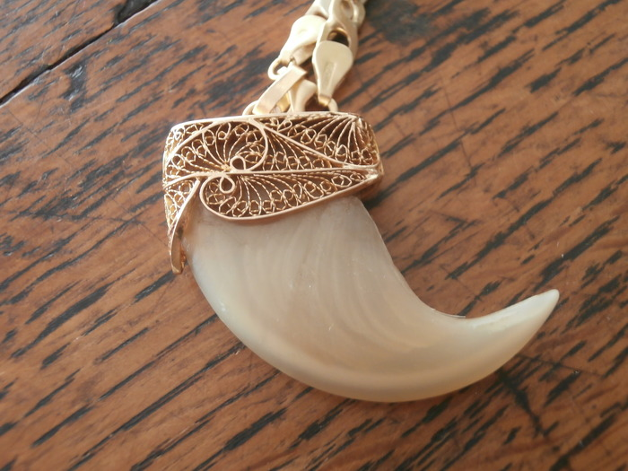 Nail of a lion claw in filigree gold setting