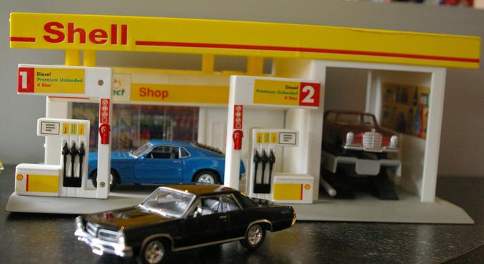 Shell garage with 17 diffrent cars catawiki for Garage auto fab ennery