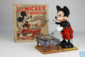Mickey the musician - I play the xylophone