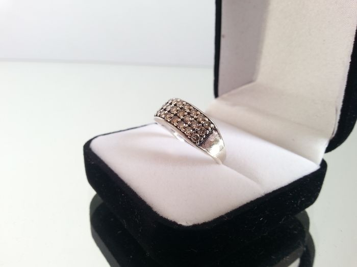 9k white gold ring set with a 009 ct brilliant cut