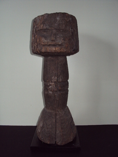 Heavy, old African protection pole - KWERE - Tanzania