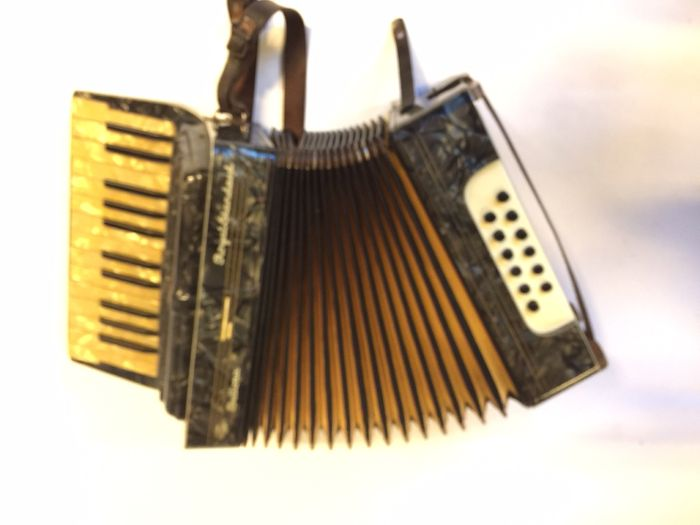 Accordeon Bellona Royal Standaard.