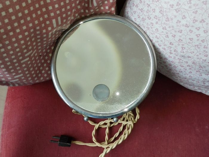French shaving mirror with built in lamp 39 le mirophar for Miroir brot mirrors