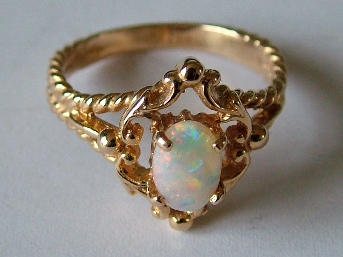 bague or opale ancienne