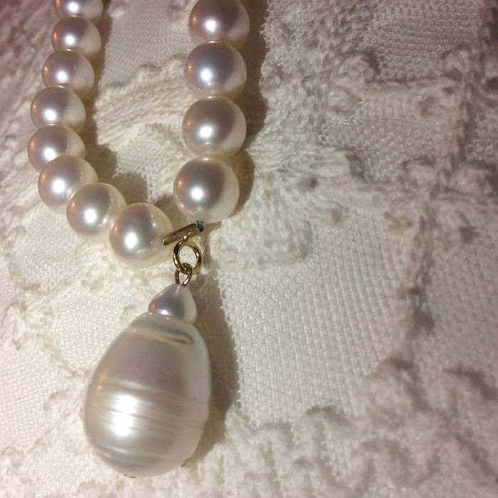 Pacific pearl necklace with a large pearl pendant catawiki pacific pearl necklace with a large pearl pendant mozeypictures Images