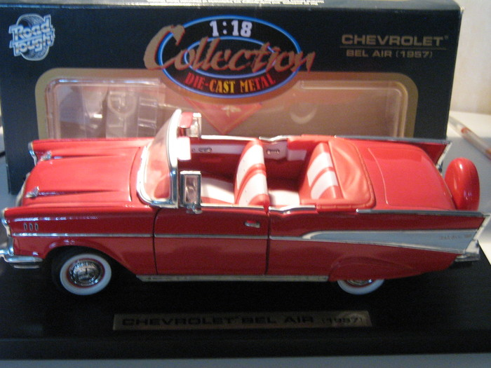 Road Tough - Schaal 1/18 - Chevrolet BelAir 1957