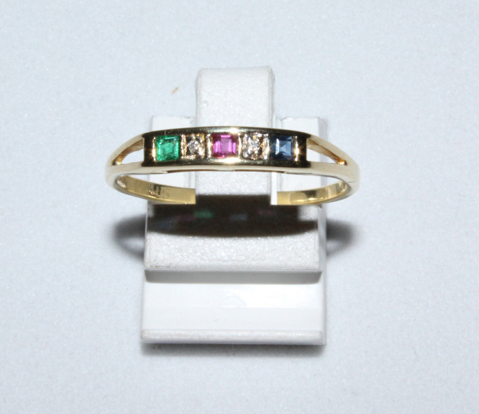 Yellow gold ring with natural gemstones