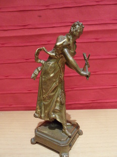 Bronze sculpture of an elegant playing young lady - attributed to Vincent - Desire Faure de Broussé - approx. 1900