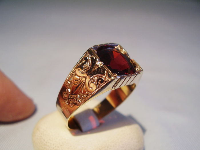 antique men 39 s garnet ring in 333 rose gold catawiki. Black Bedroom Furniture Sets. Home Design Ideas