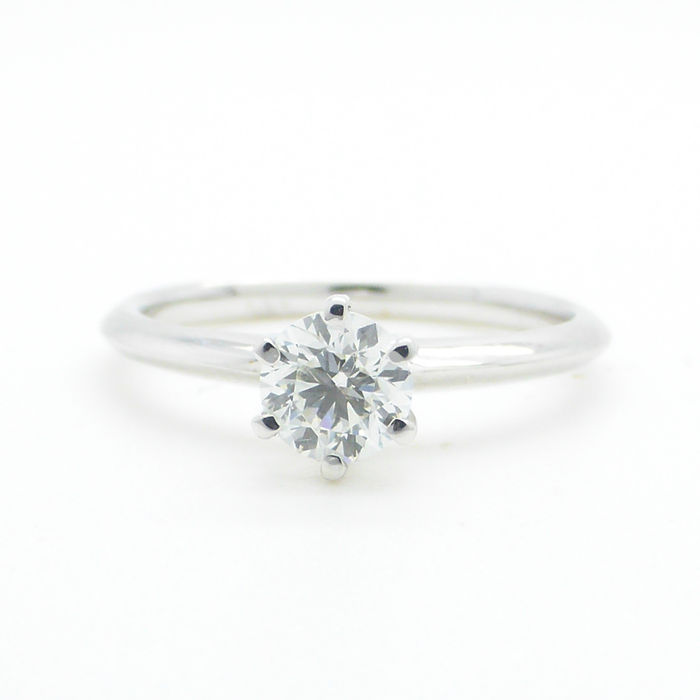 White gold ring set with a solitaire 0.45 ct diamond E/VS2