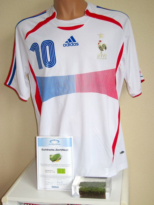 ceb400384 Zinedine Zidane jersey World Championship 2006 original signature + World  Championship 2006 grass cast in resin