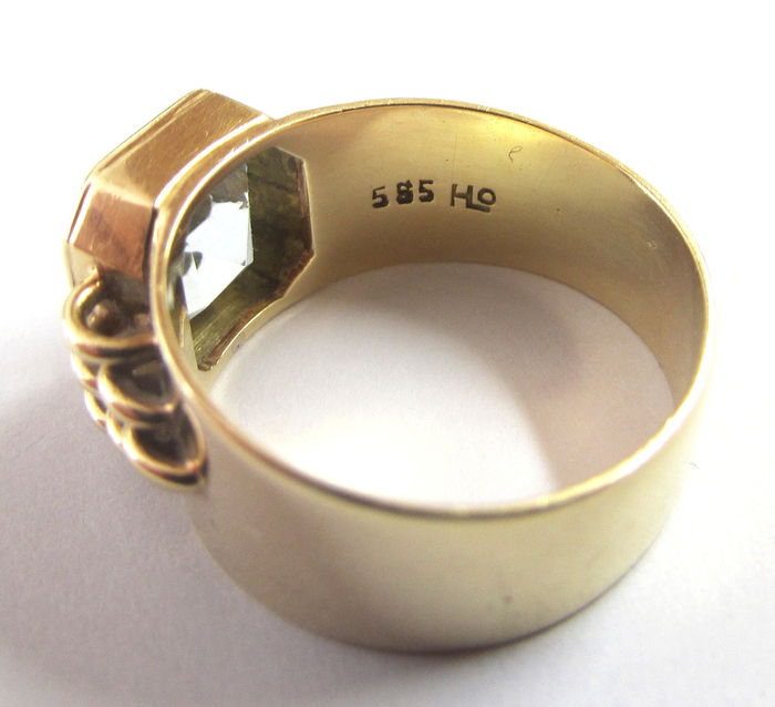 585 vintage gold gold ring with large aquamarine 8x8 mm. Black Bedroom Furniture Sets. Home Design Ideas