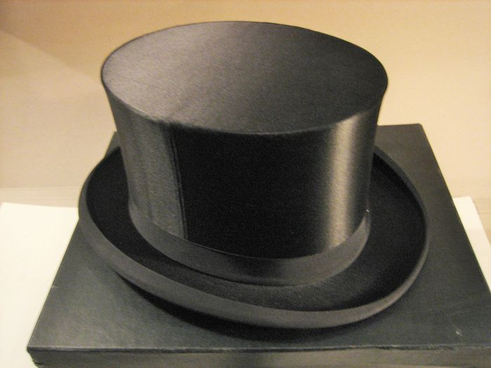9e19f11c6e7 A chapeau claque - silk top hat - with original box - Catawiki