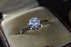 White gold solitaire ring with a brilliant cut diamond of 0.85 carat