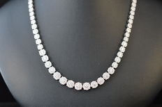 Diamond necklace fully set with 800 brilliant cut diamonds in total 10.54 ct.