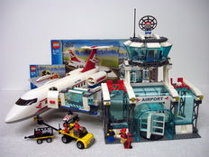 City - 7894- Airport with control tower and large passengerplane