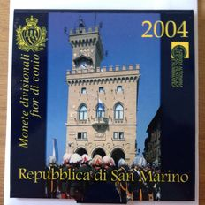 San Marino - Year set 2004, including the silver 5 Euro