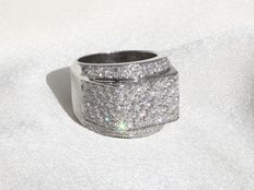 18kt Gold cocktail ring with 136 Diamonds ca. 3.40 ct in total
