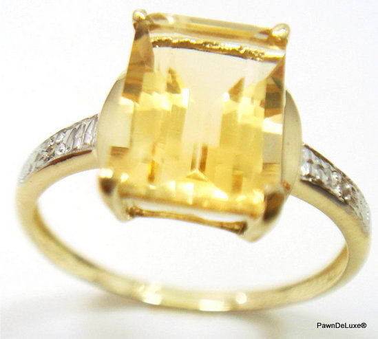 Anillo de oro engastado con citrina amarilla de 2,2 ct y 2 diamantes. 0,057 ct en total.