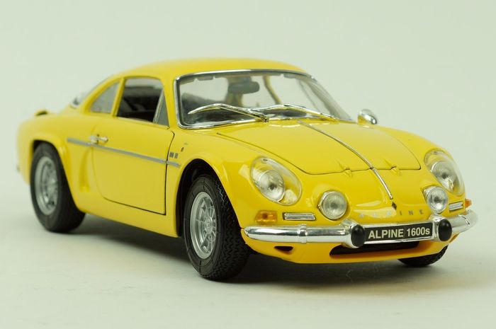 maisto echelle 1 18 renault alpine a110 1600 s 1971 jaune catawiki. Black Bedroom Furniture Sets. Home Design Ideas