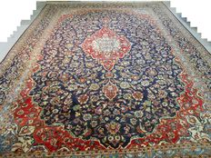 Eye-catcher: Royal blue-red Kashan, Persian carpet, 433 x 297 cm End of the 20th century