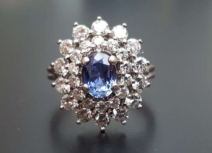 Souvent Bague marguerite en or gris 18K, saphir de Ceylan et diamants  BY92