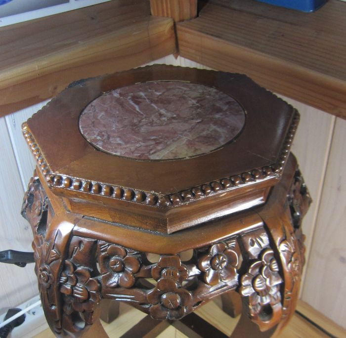 A wooden pedestal table with marble top china middle for Th 37px60b table top stand