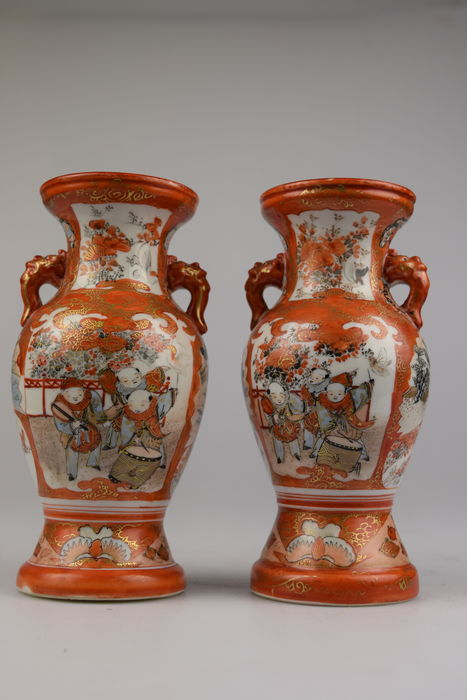 Two painted Kutani vases - Japan - 19th century