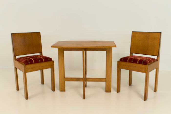 Hague school table with two chairs catawiki for Nfpa 99 table 5 1 11