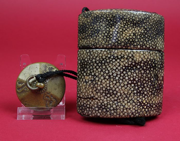 Original and authentic shagreen Inro, lacquered Ojime and brass netsuke - Japan - 19th century