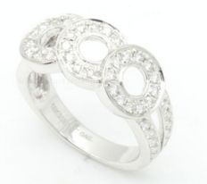 Ring in 18 kt white gold with pavé of 0.77 ct diamonds